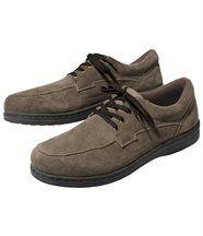 De schoenen met velours