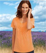T-Shirt in Apricot