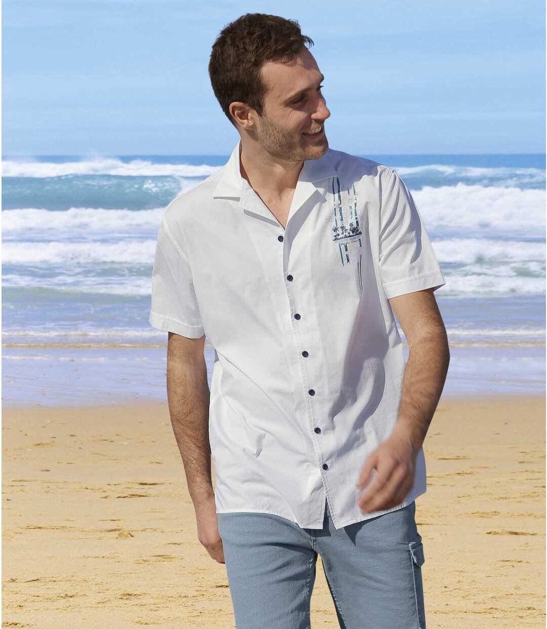 Nyitott gallérú fehér ing