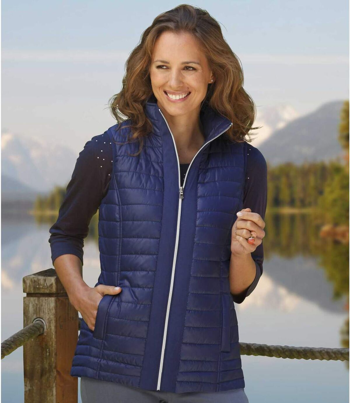 Temně modrá prošívaná vesta Atlas For Men