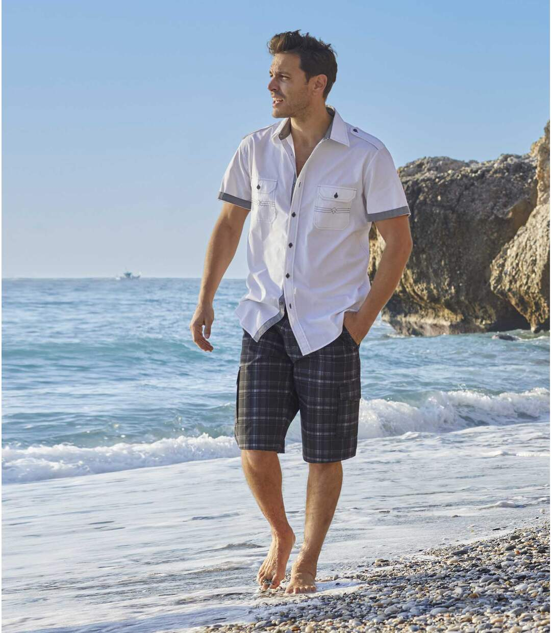 Men's Black and Grey Checked Cargo Shorts