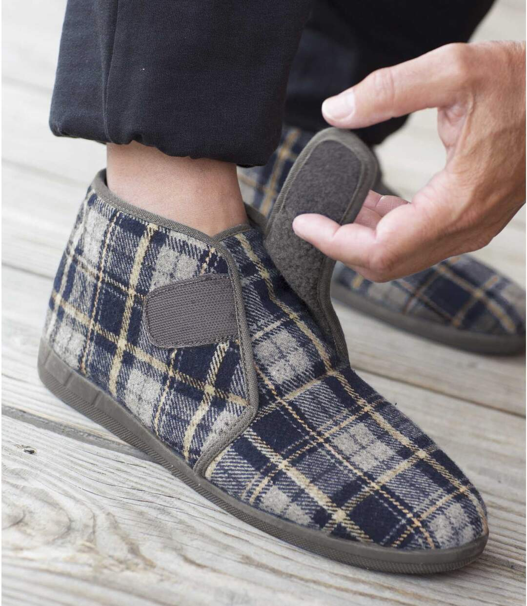 Papuče se zapínáním na suchý zip zateplené umělou kožešinou