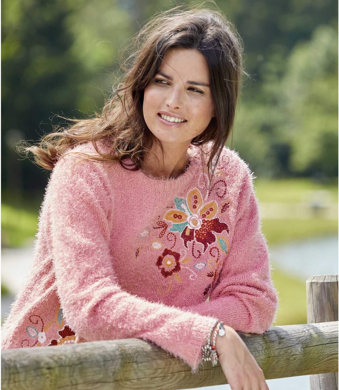 Virágmintás, bolyhos, kötött pulóver