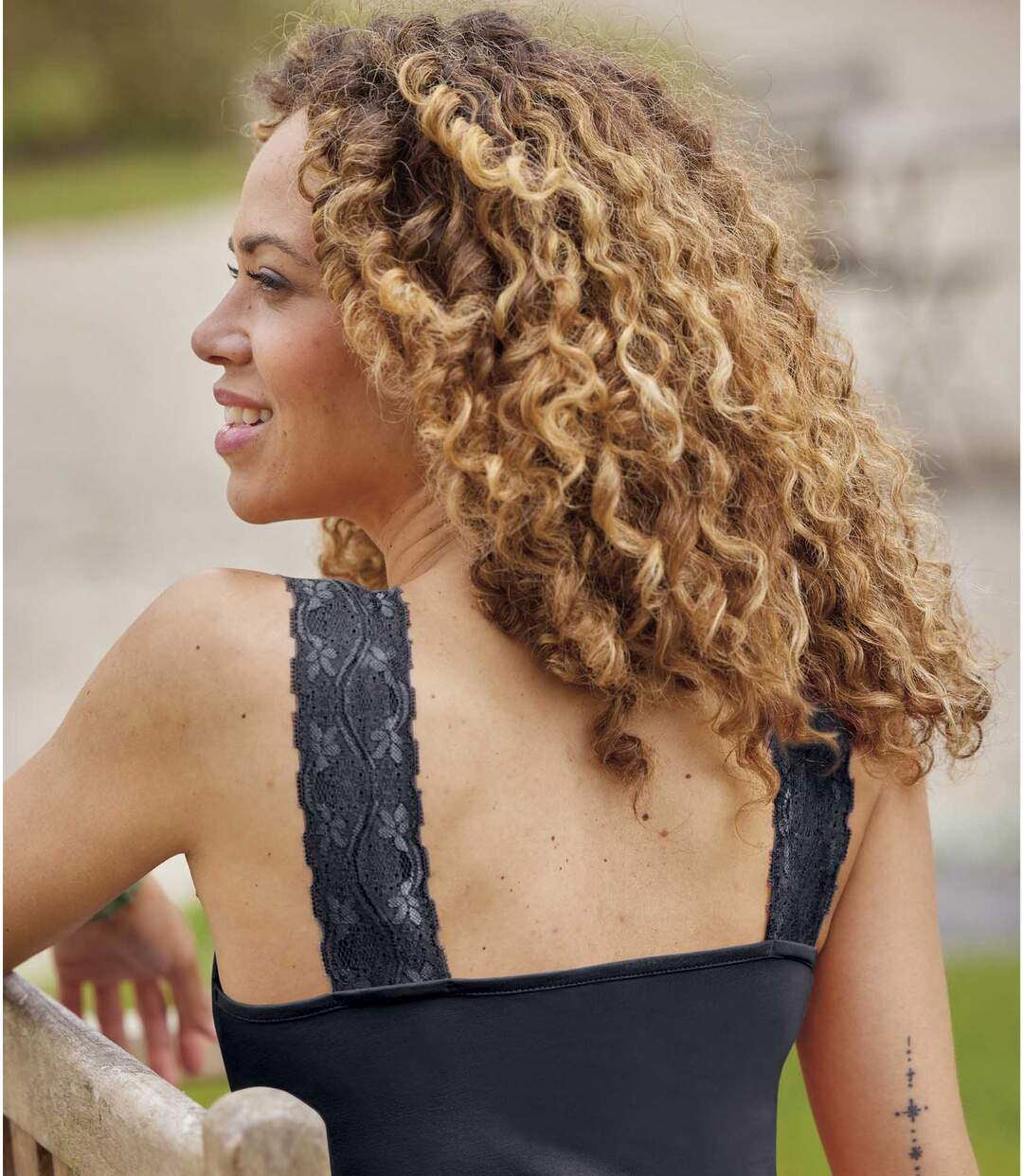 Pack of 2 Women's Lace Tank Tops - Pink and Black  Atlas For Men
