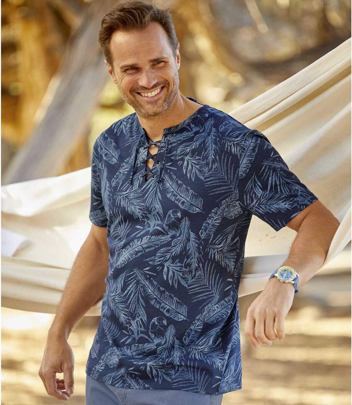 Tropikalny t-shirt z wiązanym dekoltem Atlas For Men