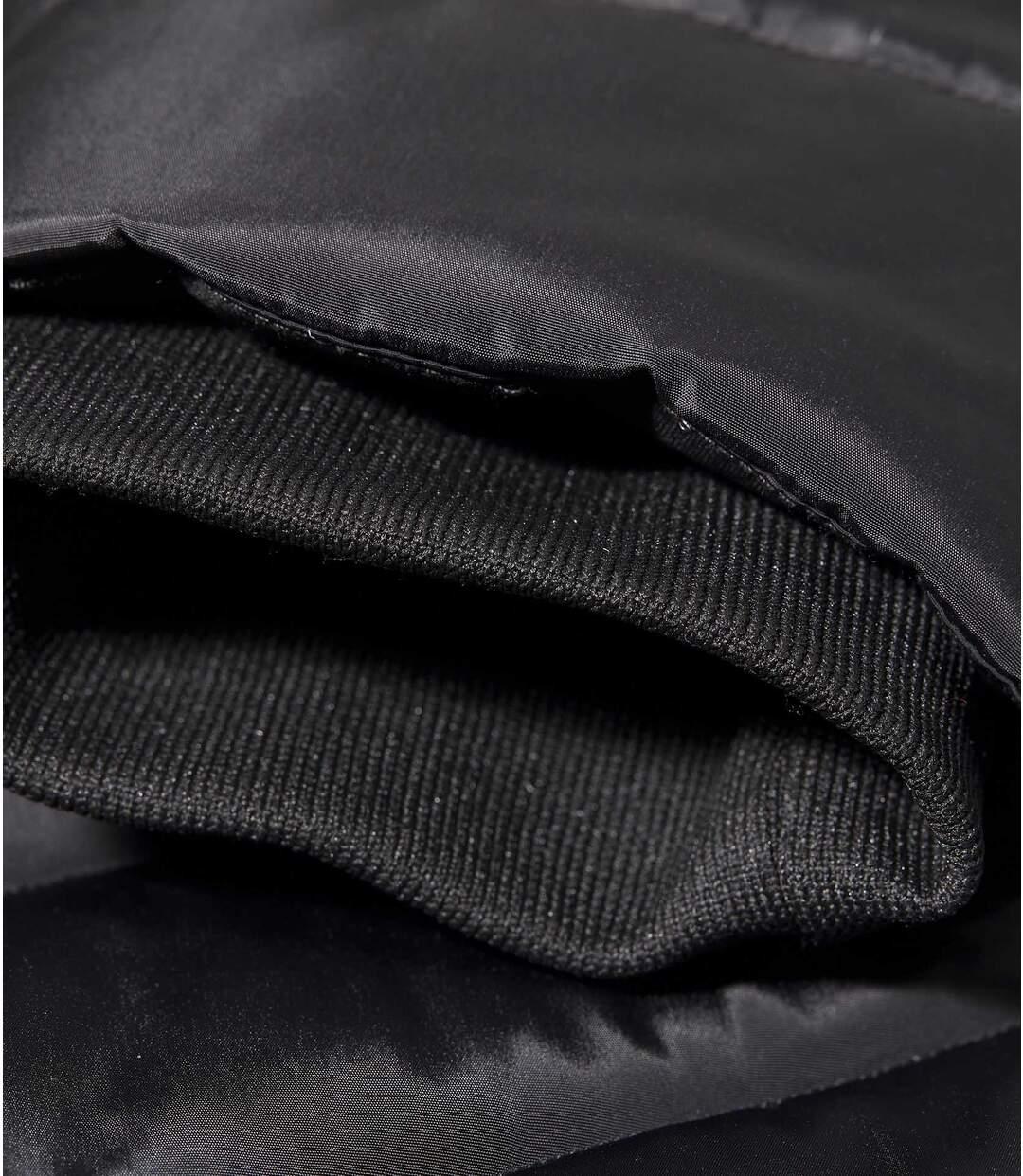 Prošívaná bunda do arktické zimy skapucí lemovanou umělou kožešinou
