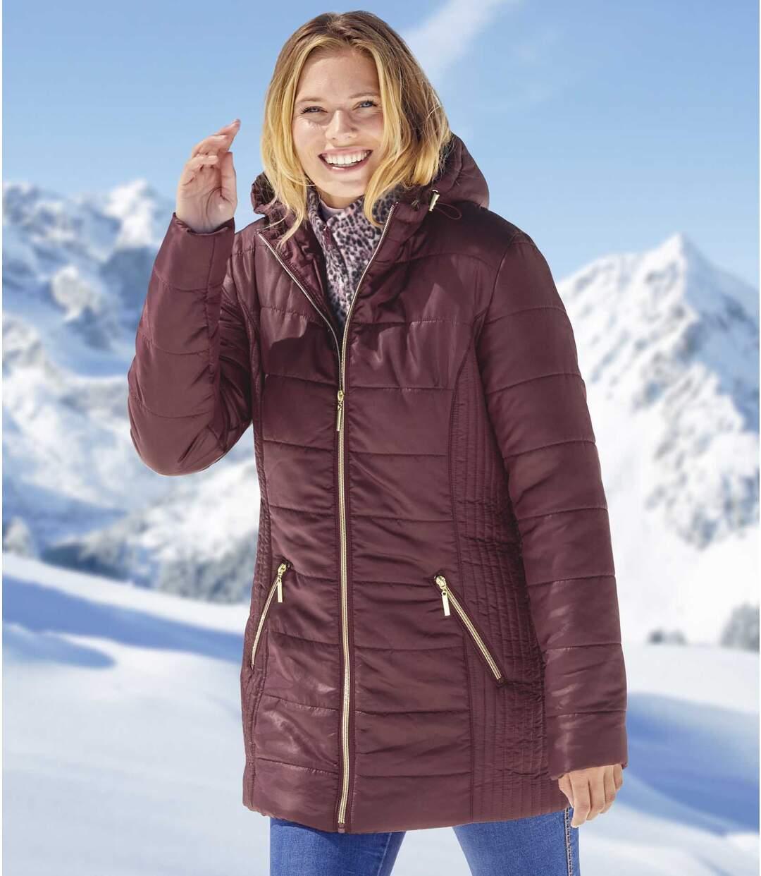 Predĺžená prešívaná bunda metalizovaného vzhľadu s kapucňou