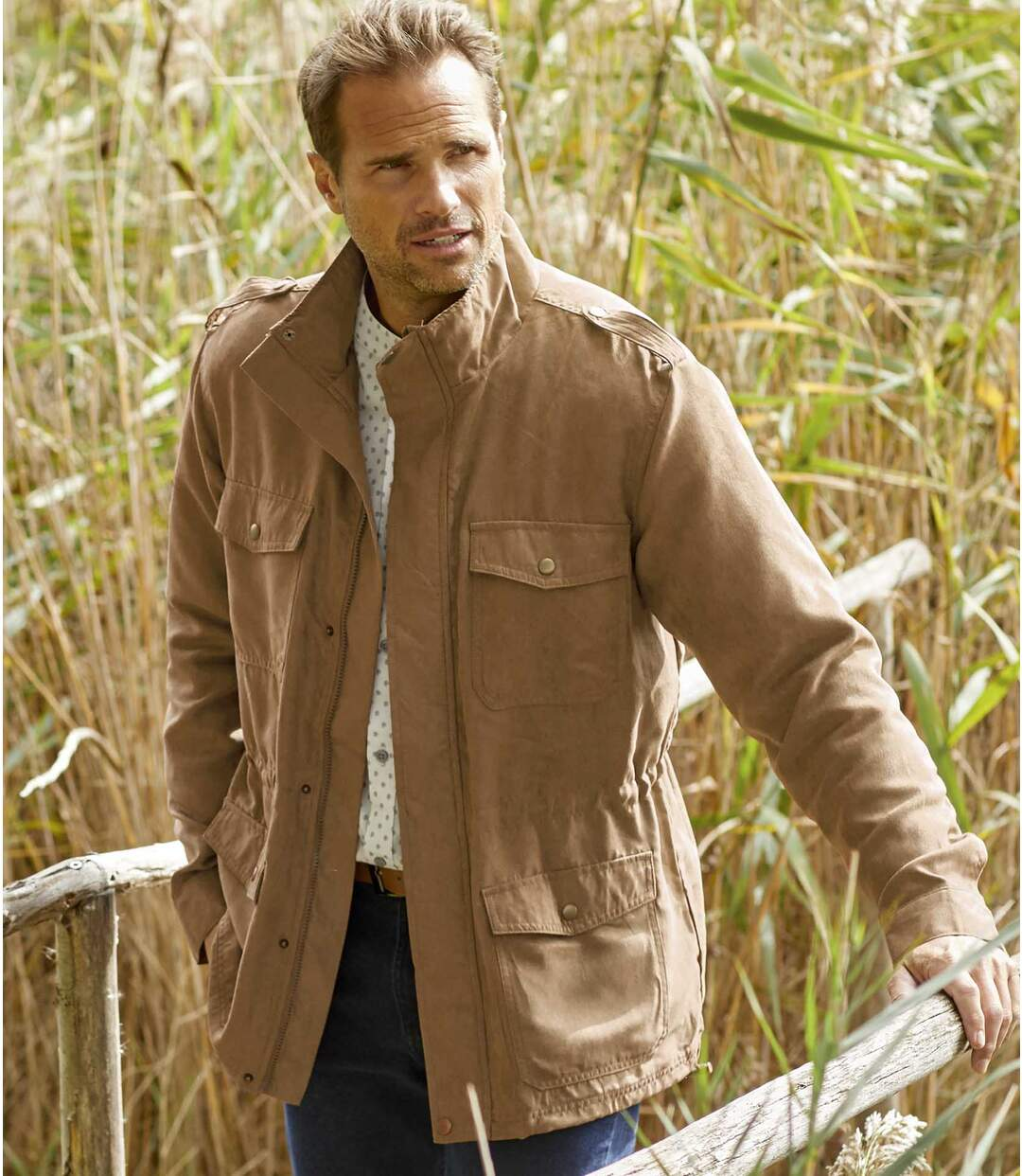 Die Safari-Jacke in Wildlederoptik