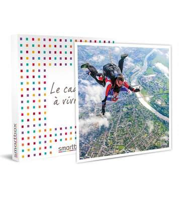 SMARTBOX - Saut en parachute avec vidéo au sud de Paris - Coffret Cadeau Sport & Aventure
