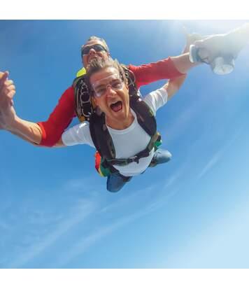 SMARTBOX - Saut en parachute avec vidéo ou photos sur le littoral de Charente-Maritime - Coffret Cadeau Sport & Aventure