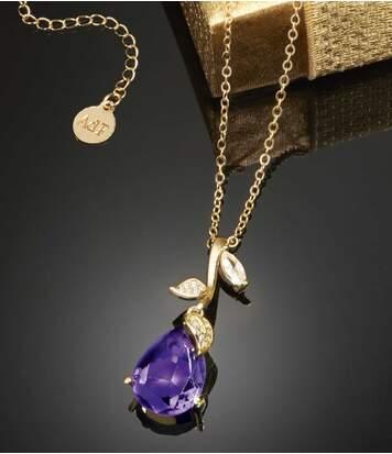 Náhrdelník spřívěskem ve tvaru květiny posetý kamínky Swarovski®