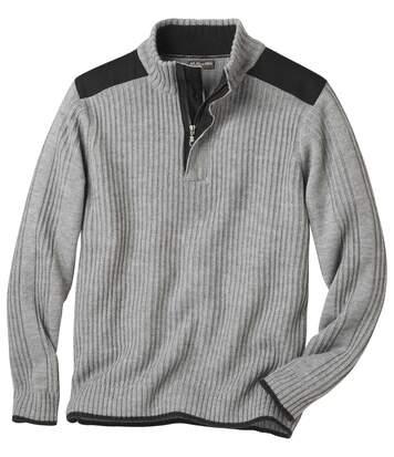 Trykotowany sweter zapinany na zamek