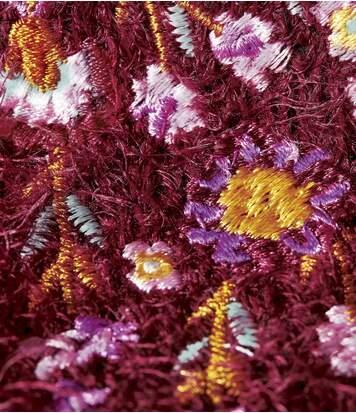 Bestickter Strickpullover aus Fransenwolle