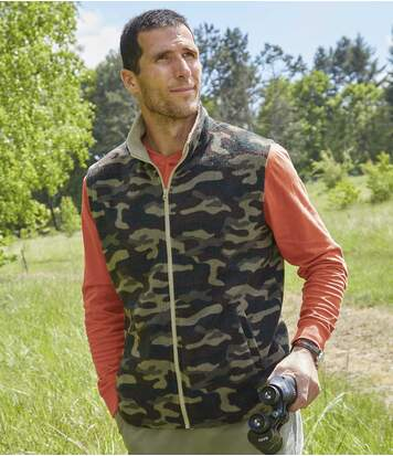 Fleece bodywarmer met camouflageprint